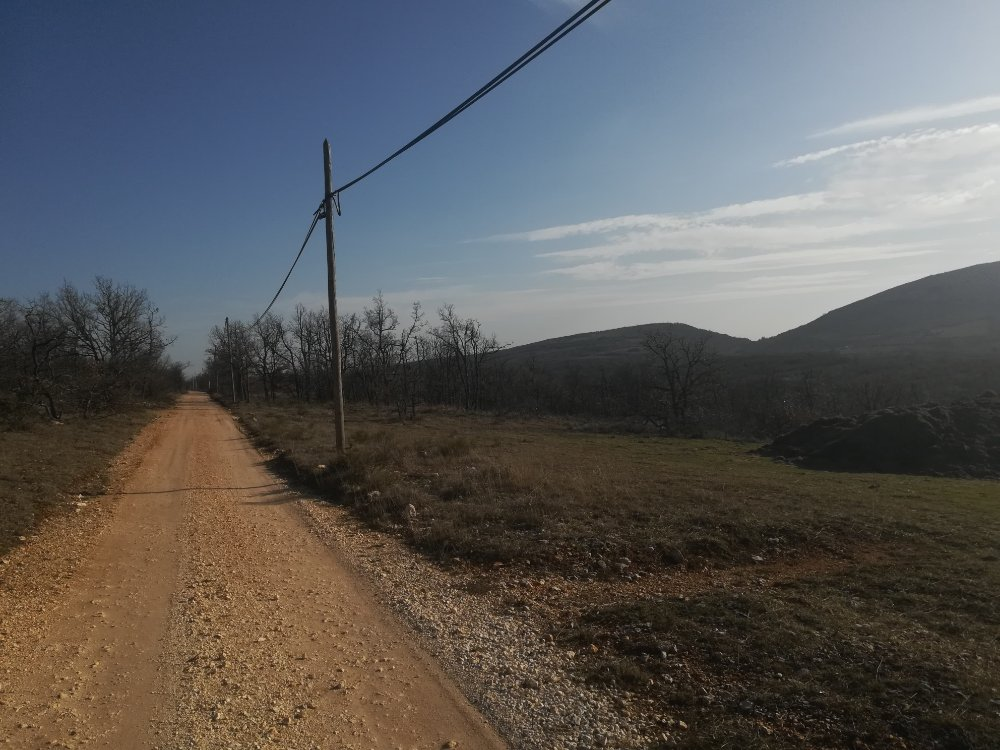 Aire camping-car à Simiane-la-Rotonde (04150) - Photo 3